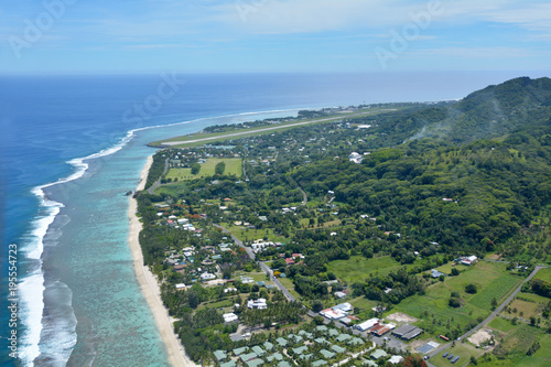 Spoed Foto op Canvas Eiland Aerial landscape view of Rarotonga coral atoll in the Cook Islands