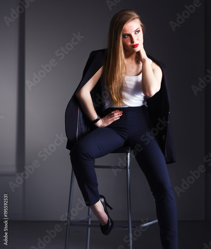 Fotografia Young woman sitting on a chair . Young woman