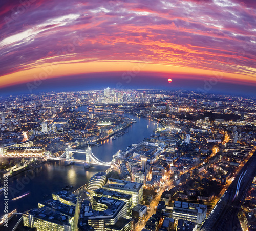 londynski-miasto-zmierzch-tajemniczy-widok-z-lotu-ptaka