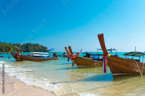 Fototapety, obrazy: boat and beautiful blue ocean