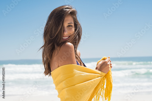 Photo  Beautiful woman at beach