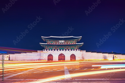 Fotobehang Seoel Famous Gwanghwamun gate of Gyeongbokgung Palace in Seoul, South Korea with taillights and headlights of cars in front of it