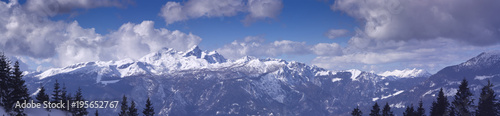 Foto auf Gartenposter Gebirge High mountains under snow in the winter Panorama landscape