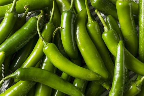 Cadres-photo bureau Hot chili Peppers Raw Green Organic Serrano Peppers