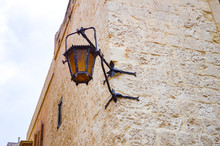 Starodawna Latarnia Uliczna Na Rogu Budynku - Mdina, Malta - 20.02.2018