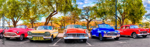 Obraz Colorful group of classic cars in Old Havana, an iconic sight in Cuba - fototapety do salonu