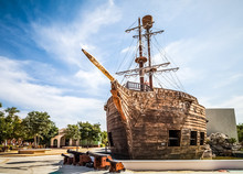 HDR - Touristenattraktion Alte Spanische Kriegsgaleone  - El Galeon - In Kuba - Serie Kuba Reportage