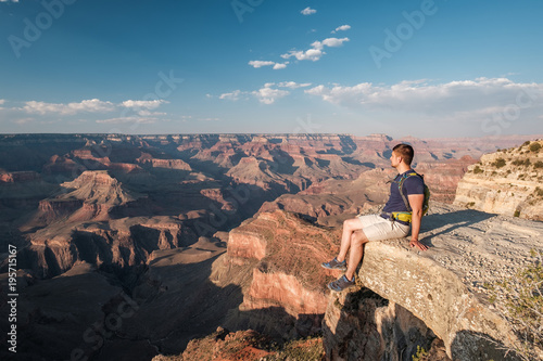 Keuken foto achterwand Verenigde Staten Tourist with backpack at Grand Canyon