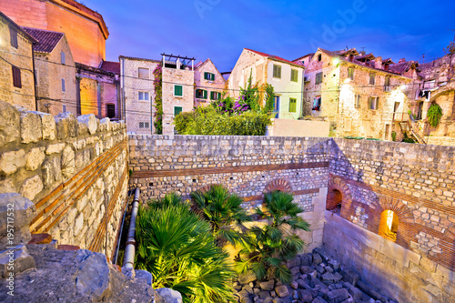 Poster de jardin Europe Méditérranéenne Colorful old stone street of Split historic city center dusk view