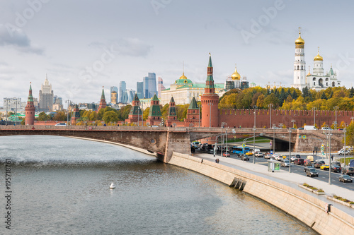 Tuinposter Moskou Kremlin, Embankment of Moscow River in Moscow, Russia