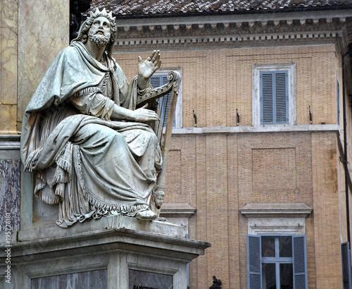 Statue König Davids am Fuße der Säule der Unbefleckten Empfängnis (Colonna dell' Canvas Print