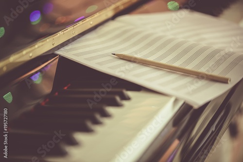 Fotografía Compose Concept. Pencil and sheet music on the piano keyboard