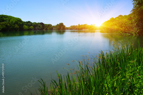 Tuinposter Blauwe hemel Lake water and sun