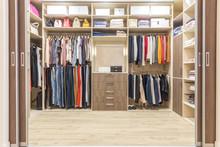 Modern Wooden Wardrobe With Cl...
