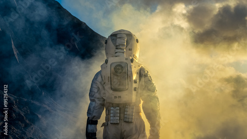 Courageous Astronaut in the Space Suit Explores Mysterious Alien Planet Covered in Mist. Adventure. Space Travel, Habitable World and Colonization Concept. - 195754312