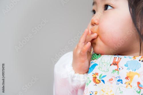 Valokuva  ・赤ちゃん・ご飯・手掴み
