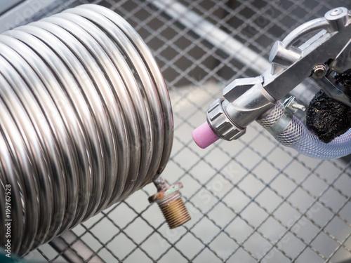 Fényképezés Sandblasting of a heat exchanger inside a special cabin.