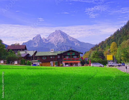 Deurstickers Groene meadow and Alps mountains of Germany. Berchtesgaden and Wazzman summit