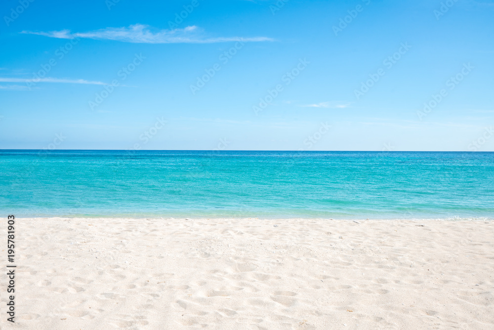 Fototapety, obrazy: Sommer, Sonne, Strand und Meer auf einer einsamen Insel in den Tropen