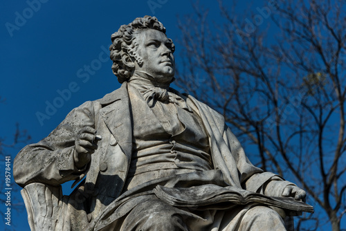 fototapeta na lodówkę Schubert-Denkmal Stadtpark Wien