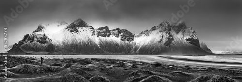 Staande foto Bleke violet Vestrahorn mountain range and Stokksnes beach panorama, near Hofn, Iceland. An unidentifiable photographer captures the scenery.