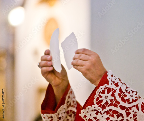 Fotografie, Tablou hands of the pope raise the body of Christ