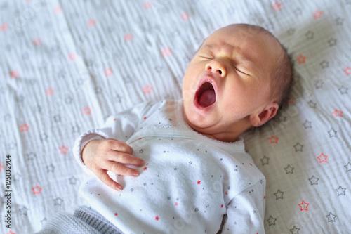 Photo  Newborn baby girl yawning