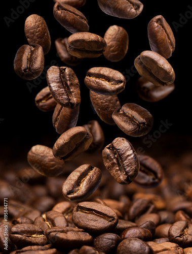 Poster Café en grains Falling coffee beans. Dark background with copy space