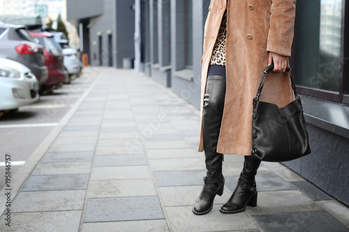 Foto auf AluDibond Bahnhof Stylish woman in black shoes on city street
