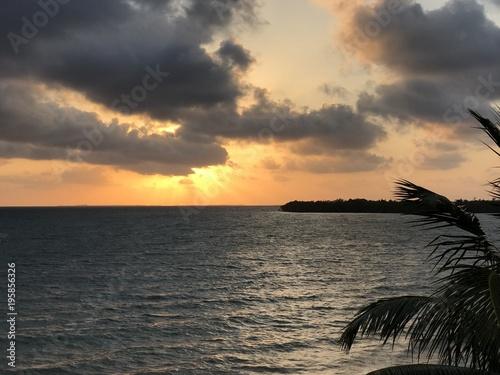 In de dag Ochtendgloren Carribean ocean beach sunrise
