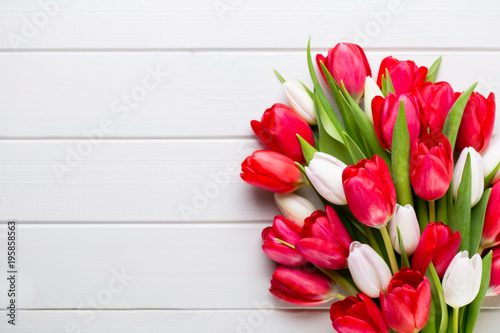 Fotografie, Obraz  Springt time. Red tulip bouquet on the white wooden background.