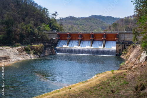Barrage Kiew Lom Dam in Lampang province, Thailand