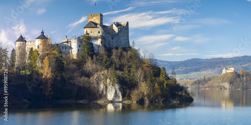 Foto op Plexiglas Kasteel Beautiful view of Niedzica Castle,autumn in Poland