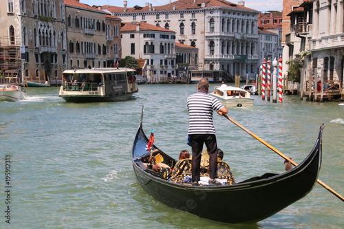 Spoed Foto op Canvas Gondolas Canaux de Venise