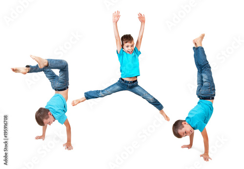 Fotografia  Young boy doing handstand