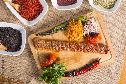 Photo turkish adana kebab on the wooden
