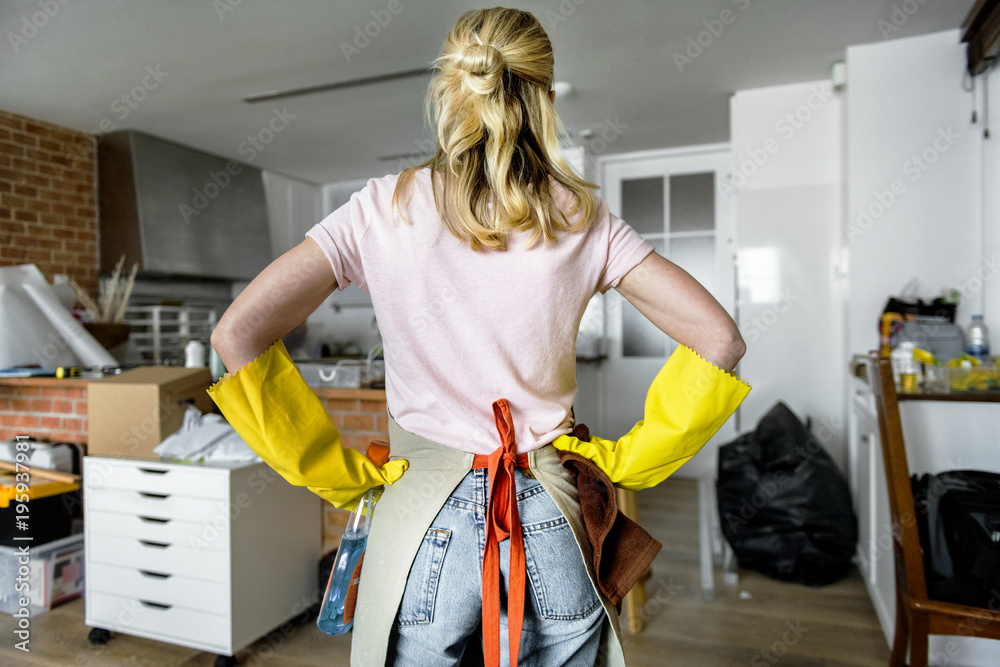 Fototapety, obrazy: Woman cleaning the house