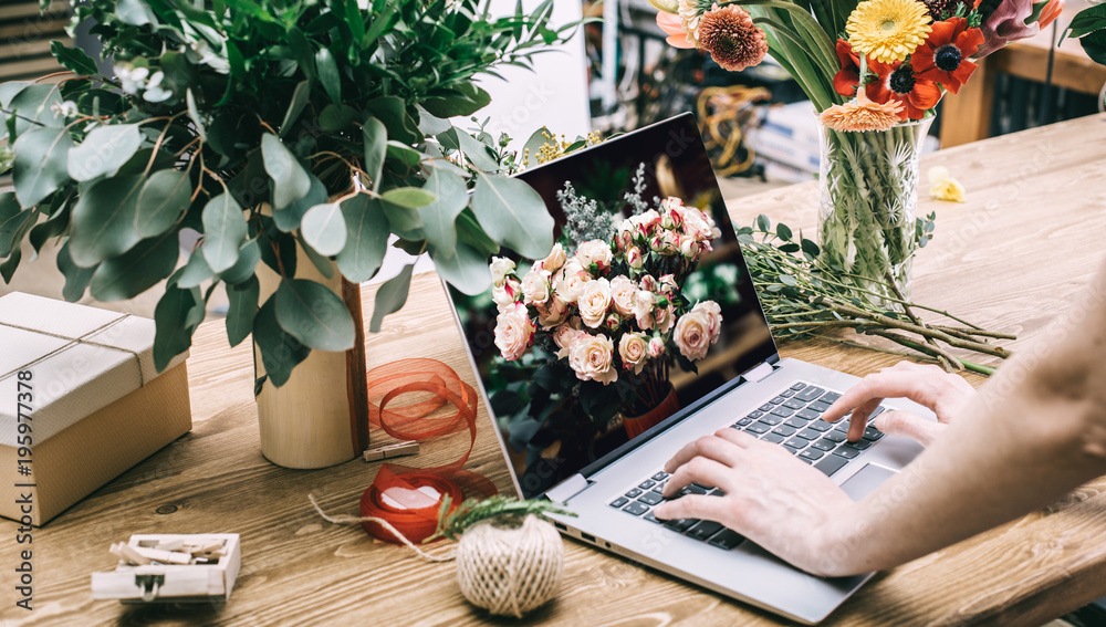 Fototapeta Small business concept with florist woman ownership working on laptop