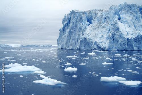 Papiers peints Arctique Very large iceberg off the coast of western Greeland