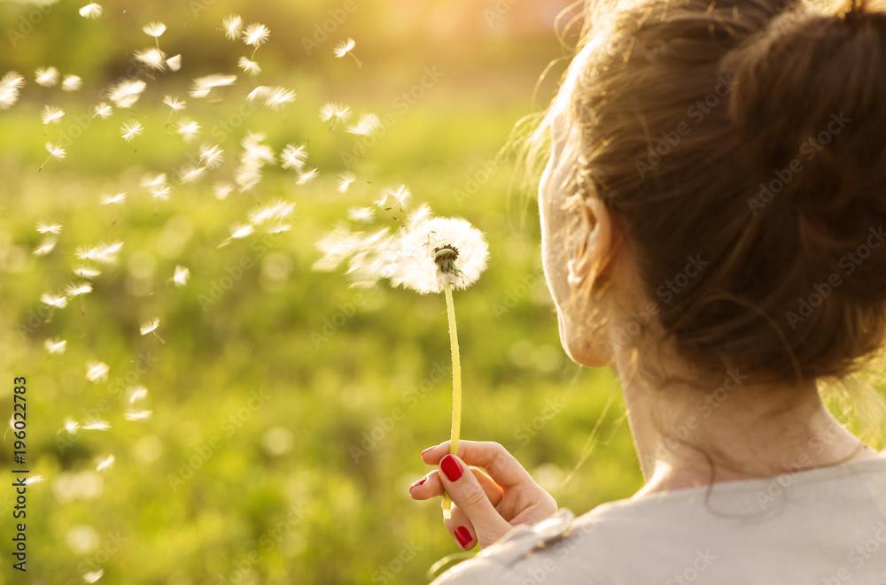 Fototapety, obrazy: Woman blowing dandelion