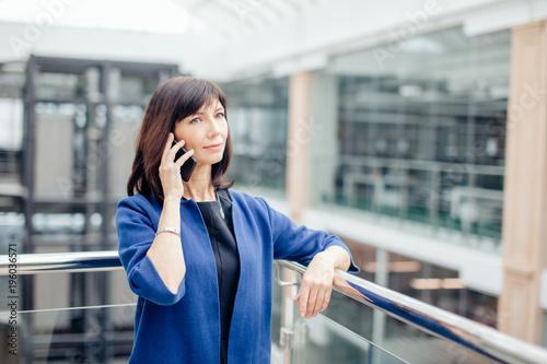 Fotografía  Excited Senior Business Lady Talking on smart Phone