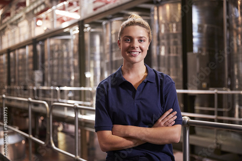 Fotografia  Portrait of a young white woman working at a wine factory