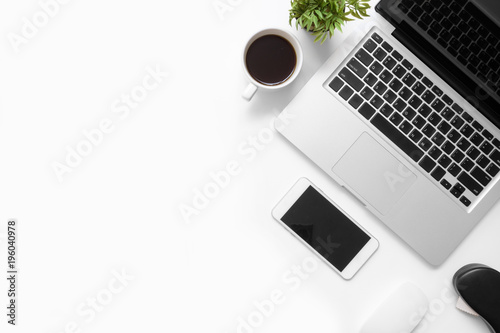 Fotografía  White office desk table with smartphone, laptop computer, cup of coffee and supplies