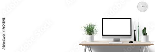Moderne Arbeitsplatz mit Computer, Blumen und Dekoration - Textfreiraum - Banner