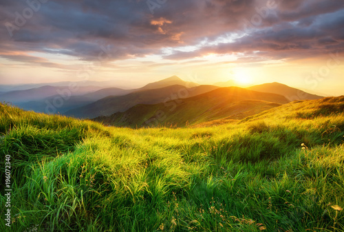 Photo Stands Hill Mountain valley during sunrise. Beutiful natural landsscape in the summer time.