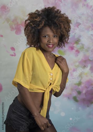 Mujer joven y guapa africana Canvas Print
