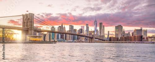 Fotobehang Brooklyn Bridge Beautiful sunset over brooklyn bridge in New York City