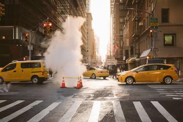 Manhattan wschód słońca widok z żółtymi taksówkami