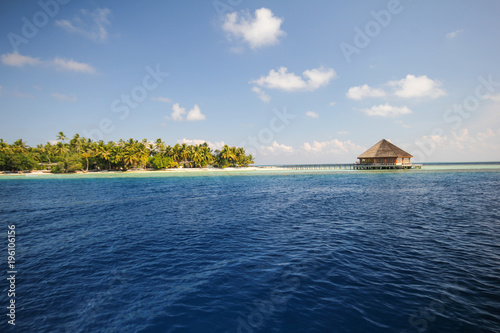 Foto op Plexiglas Eiland View of vilamendhoo island at the water bungalows side in the Indian Ocean, Maldives