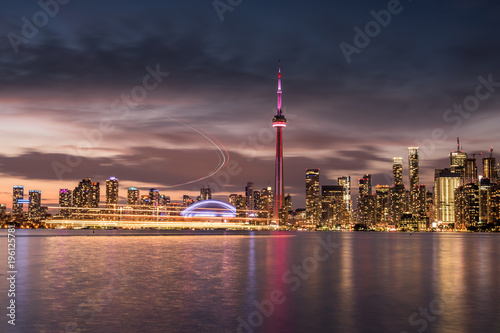 Fotografia  Modern buildings in Toronto city skyline at night, Ontario, canada